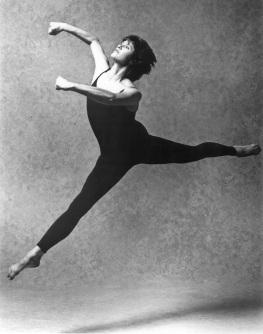 PAT'S BACH (1991) Choreography: Rachel Browne. Dancer: Pat Fraser. Photo: Cylla von Tiedemann.